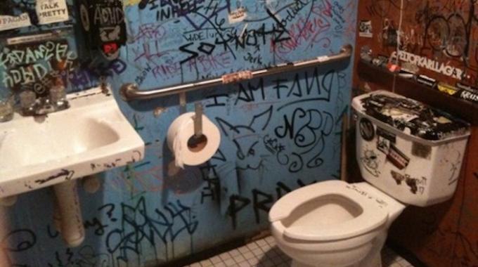 Comment nettoyer une cuvette de wc trs sale p p p p with comment nettoyer une cuvette de wc trs for Comment nettoyer les toilettes