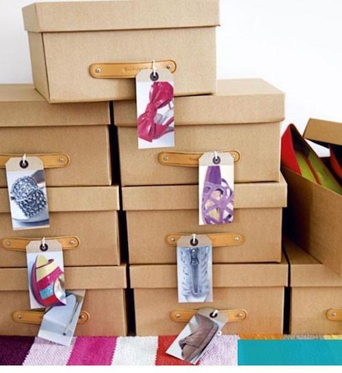 des boîtes de chaussures avec des photos