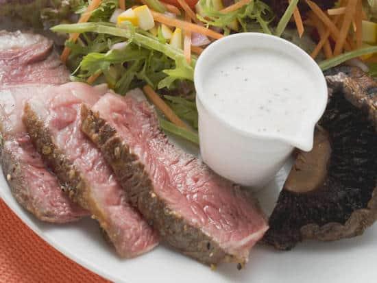 Quelle est la recette de la salade à la bavette de bœuf à moins de 400 calories ?
