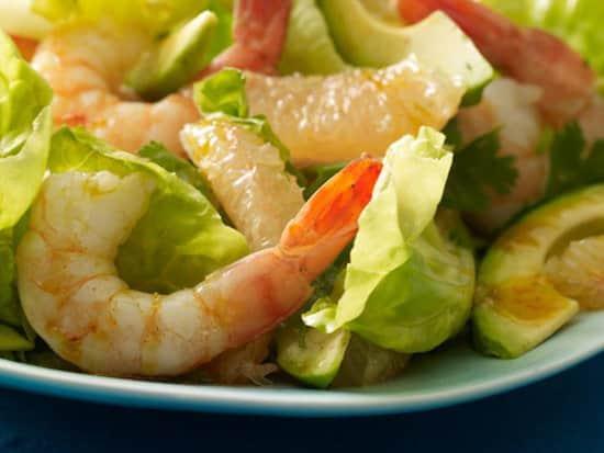Quelle est la recette de la salade aux crevettes à moins de 400 calories ?