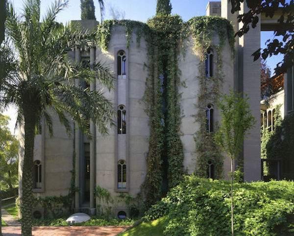 une cimenterie devient une villa d'architecte moderne