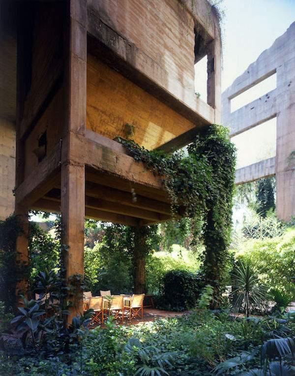 Cet architecte transforme une vieille usine pour en faire for Usine desaffectee exterieur