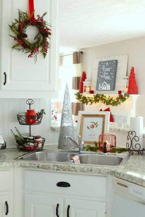 couronne de l'avent verte et rouge pour décorer la cuisine facilement