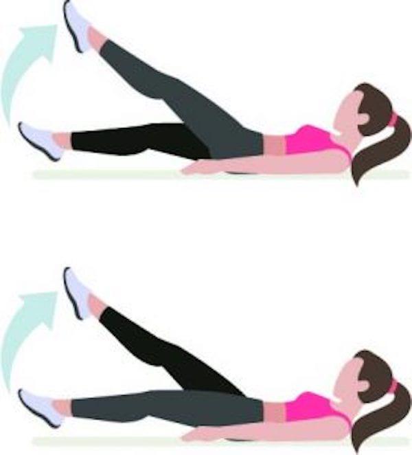 Entraînement abdo en 6 min : pour avoir le ventre plat et les abdos musclés, faites l'exercice du ciseaux.