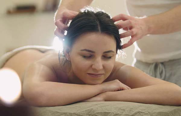 lisser cheveux avec huile de ricin chaude