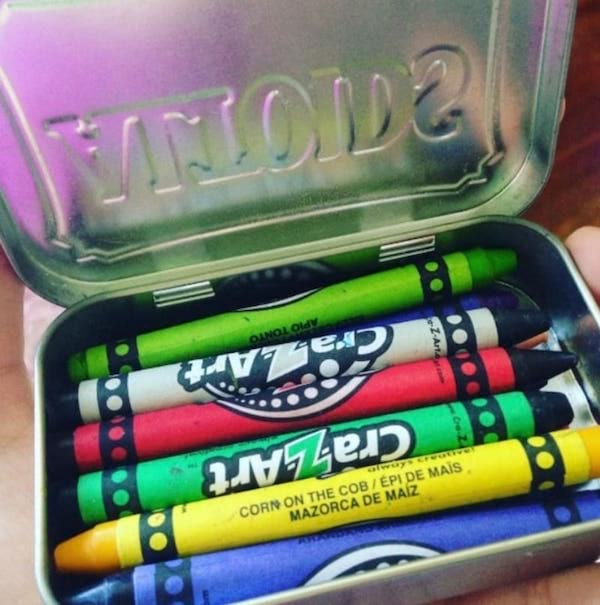 une petite boite pour mettre les crayons dedans