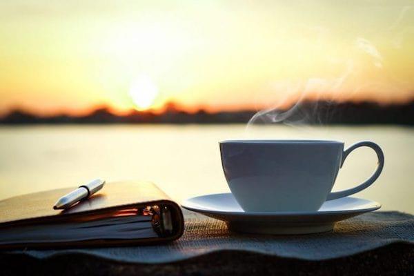 Un des meilleurs rituels du matin est de sortir dehors et regarder le lever du soleil.