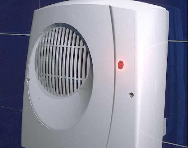 Un Radiateur Soufflant Dans La Salle De Bains Pour Se Chauffer Pas Cher