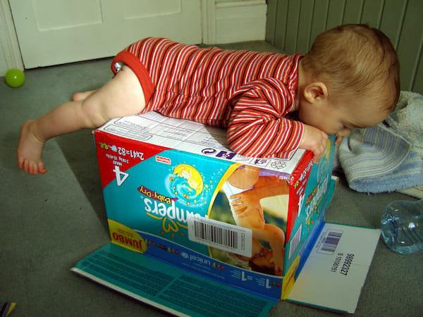 une astuce efficace pour bien ranger les jouets dans la. Black Bedroom Furniture Sets. Home Design Ideas