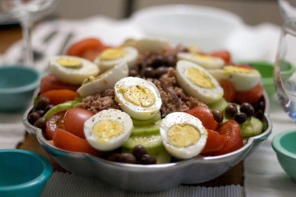 La Salade Niçoise : une Recette Délicieuse et Facile.