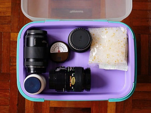 Le gel de silice va absorber l'humidité de l'appareil photo