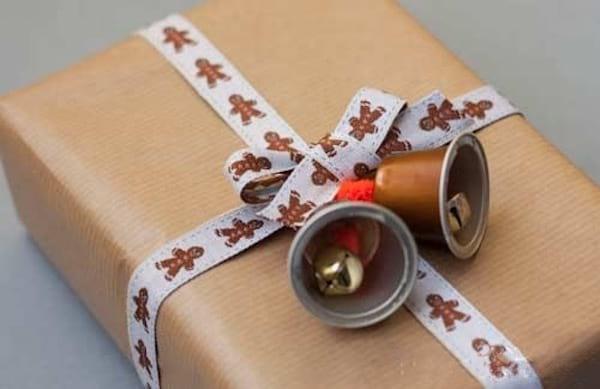 cloche paquet cadeau capsule café vide