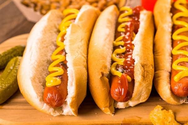 les chiens doivent éviter les hot dogs