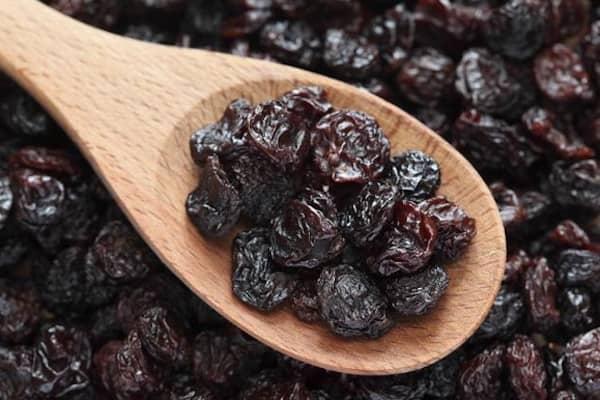 les chiens ne peuvent pas manger de raisins secs