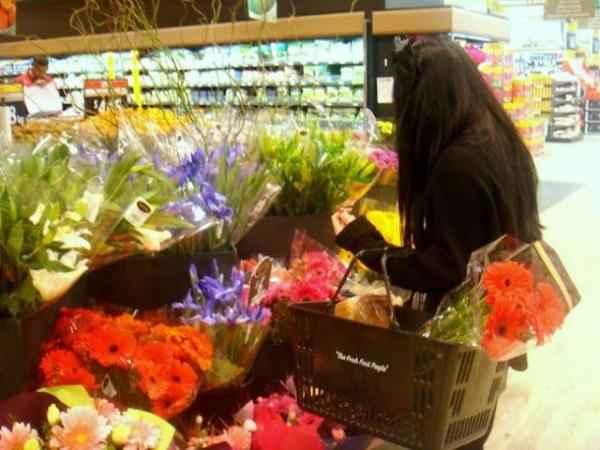 Acheter des fleurs au supermarché c'est moins cher