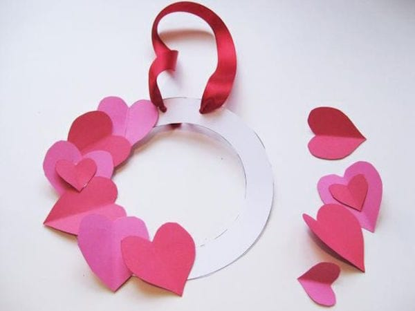 un cadre photos faits avec des coeurs