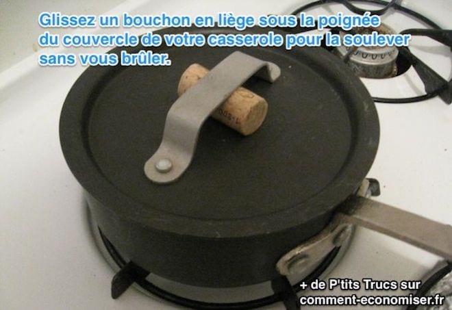 L'astuce pour soulever le couvercle d'une casserole sans se bruler