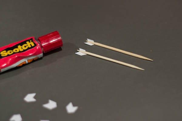 des cure-dents en forme de flèche pour la Saint Valentin