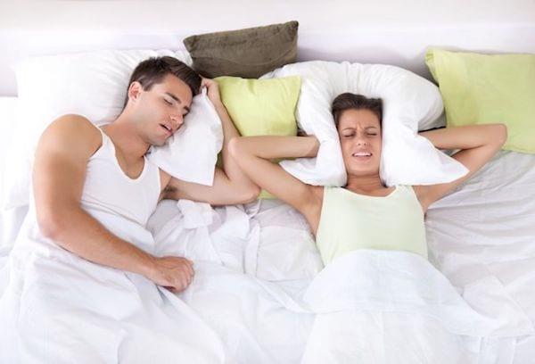 les p 39 tits trucs efficaces pour diminuer voire arr ter les ronflements. Black Bedroom Furniture Sets. Home Design Ideas