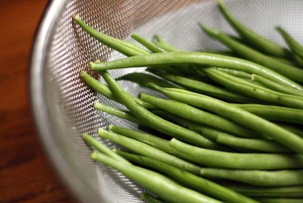 On mange des légumes verts