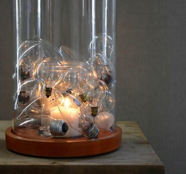 mettre les ampoules dans un présentoir en verre