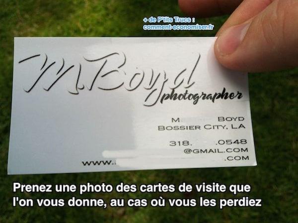 Prenez une photo des cartes de visite que  l'on vous donne, au cas où vous les perdiez