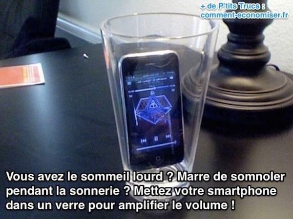 Mettez votre smartphone  dans un verre pour amplifier le volume !