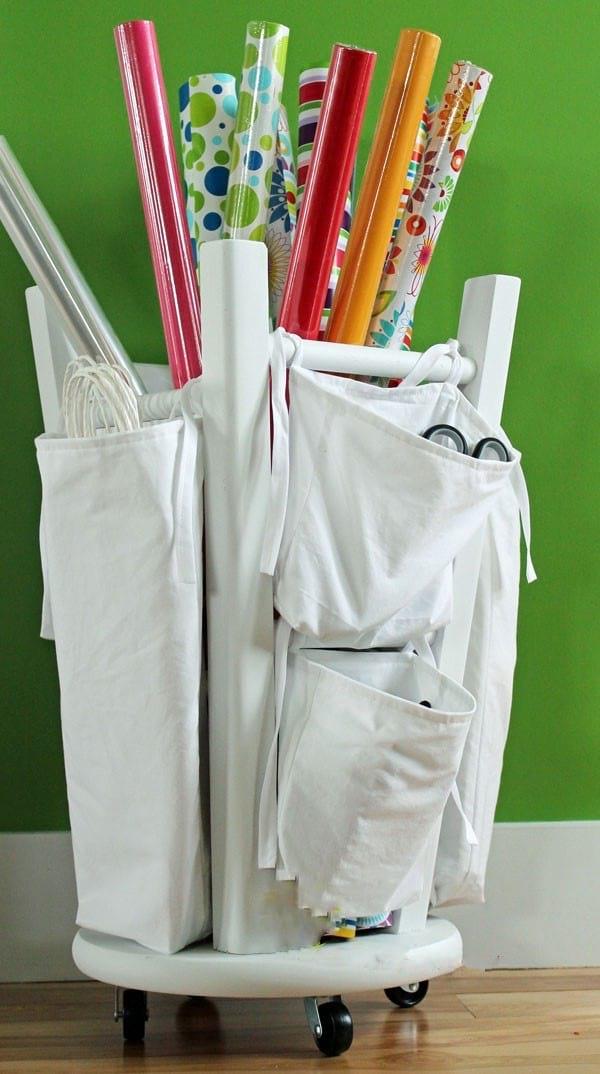 ranger les rouleaux de papier cadeaux facilement