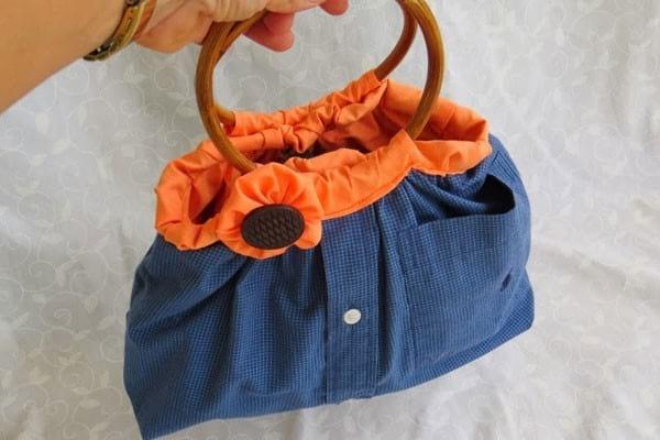 recycler une chemise en sac à main