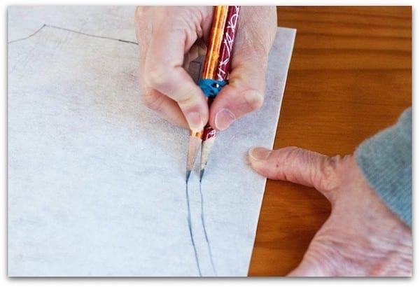 dessiner des doubles coutures avec 2 crayons