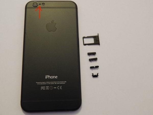 Le petit point à côté des caméras iPhone est un micro.