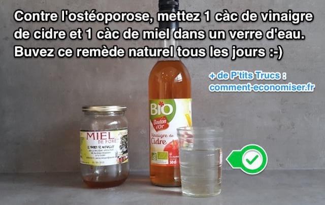 un verre d'eau avec du vinaigre de cidre et du miel aide à prévenir l'ostéoporose