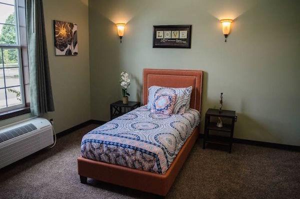 une chambre dans une maison de soins
