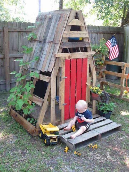 21 fa ons d 39 utiliser des palettes en bois que vos enfants vont adorer. Black Bedroom Furniture Sets. Home Design Ideas