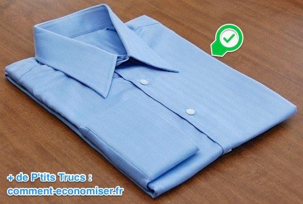 Chemise bleu bien pliée grâce à cette technique