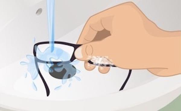 l 39 astuce d 39 un opticien pour nettoyer vos lunettes et les garder toujours propres. Black Bedroom Furniture Sets. Home Design Ideas