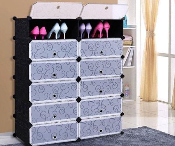 Des Cubes En Plastique Noirs Pour Ranger Les Chaussures