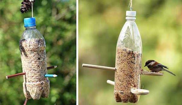 Bouteilles en plastiques recyclés en mangeoire à oiseaux