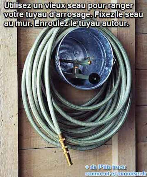 enroulez tuyau d'arrosage autour d'un seau pour le ranger