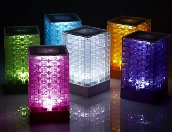 lampe-design-colorées-avec-lego
