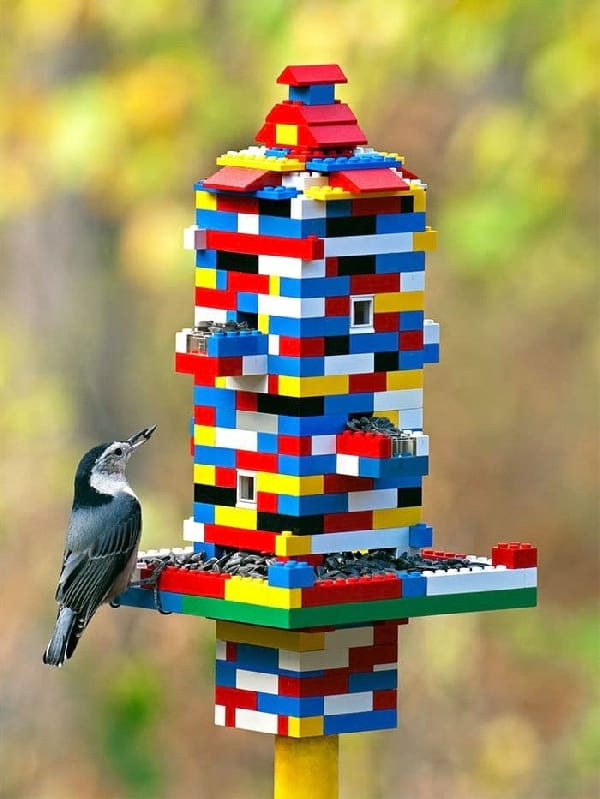 maison-oiseau-en-lego-recycles