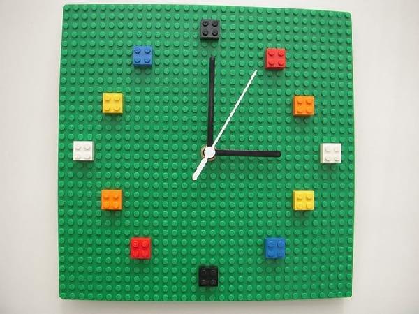 pendule-realisee-avec-lego