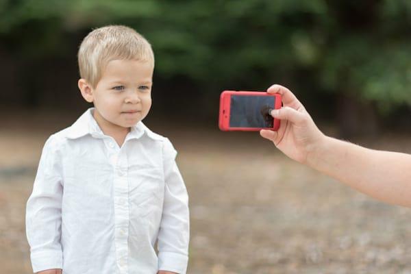 Prenez une photo de votre enfant avant de partir dans un parc d'attraction