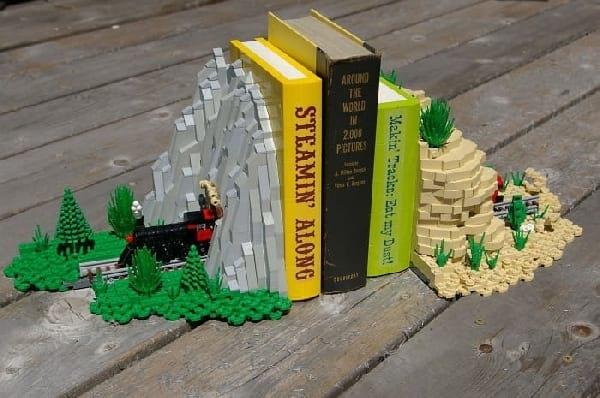 serre-livre-avec-lego-jouet-enfant
