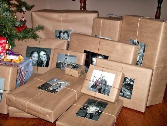 Mettez des photos sur les cadeaux au lieu de mettre des étiquettes