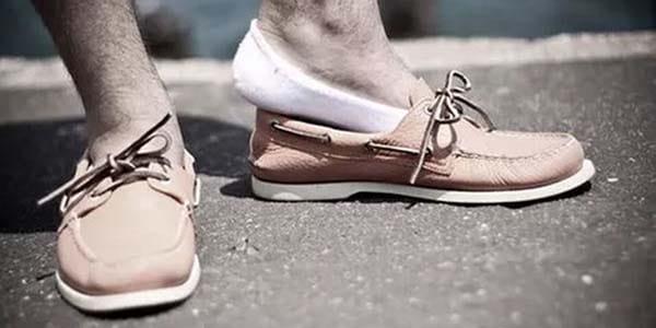 mettre des chaussettes pour pas que les chaussures sentent mauvais