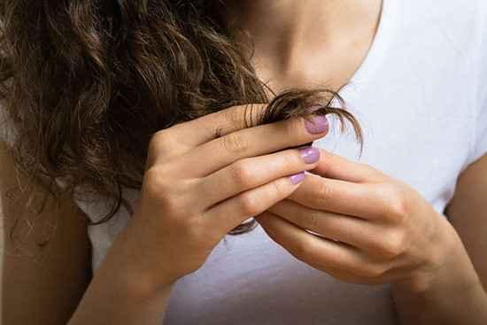 bienfaits de l'huile de ricin pour les cheveux fourchus