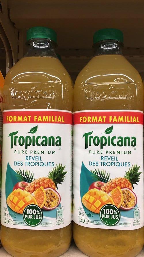 deux bouteilles de tropicana tropiques