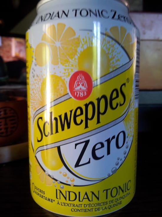 une cannette de schweppes indian tonic