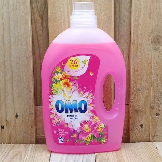 BOUTEILLE  de lessive Omo rose